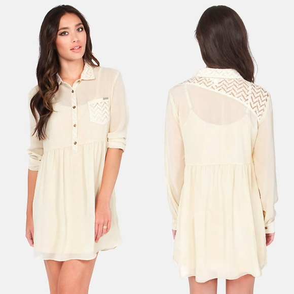 b9d2ac0588c Volcom Space Case Cream Lace Dress Small Flowy. M 5b208a829539f705066da46b